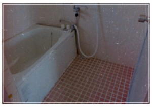 レトロな団地の浴室 (2)